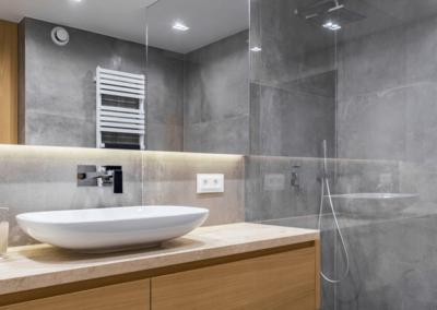 graues-badezimmer